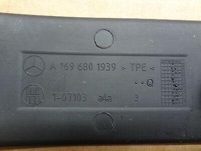 Mercedes-Benz-A-Klasse-W169-Mittelarmlehne-Einlage-Gummieinlage-A1696801939-_1.jpg